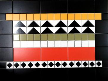 """שטיח 60/80 ס""""מ צורות גיאומטריות בשחור לבן ופסי צבע"""