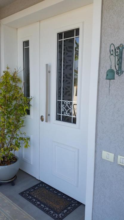 מבט על דלת הכניסה