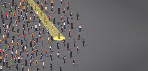איור של זרקור על אדם בתוך קהל אנשים