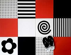 סקיצה - פסים נקודות ספירלה ופרח בשחור אדום ולבן לריצוף