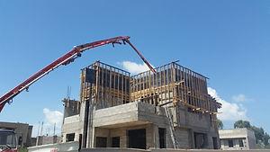 בית בבניה - יציקת הגג