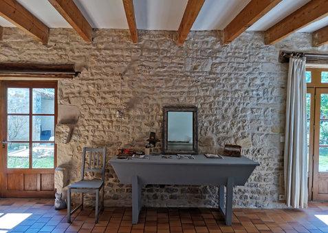 salon_gite_jardin_doc_st_medard_daunis