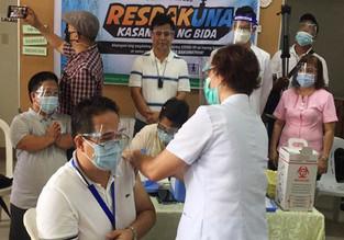 320 health workers in CamNorte get vax jab