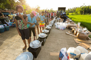 Residents of Sn Pablo, Bacacay, Albay receive Media Noche packs, kitchen utensils