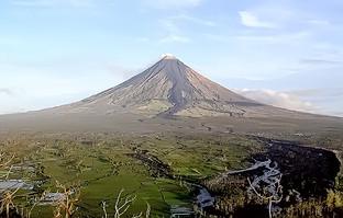 Phivolcs on alert as 18 earthquakes rock Mt. Mayon