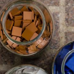 Carreaux de grès cérame Havane et bleu cobalt.  crédit photo : Agathe Tissier