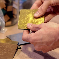 Tesselle d'or italienne 24 carats. Travail artisanal réalisé à la feuille d'or dans des ateliers vénitiens.