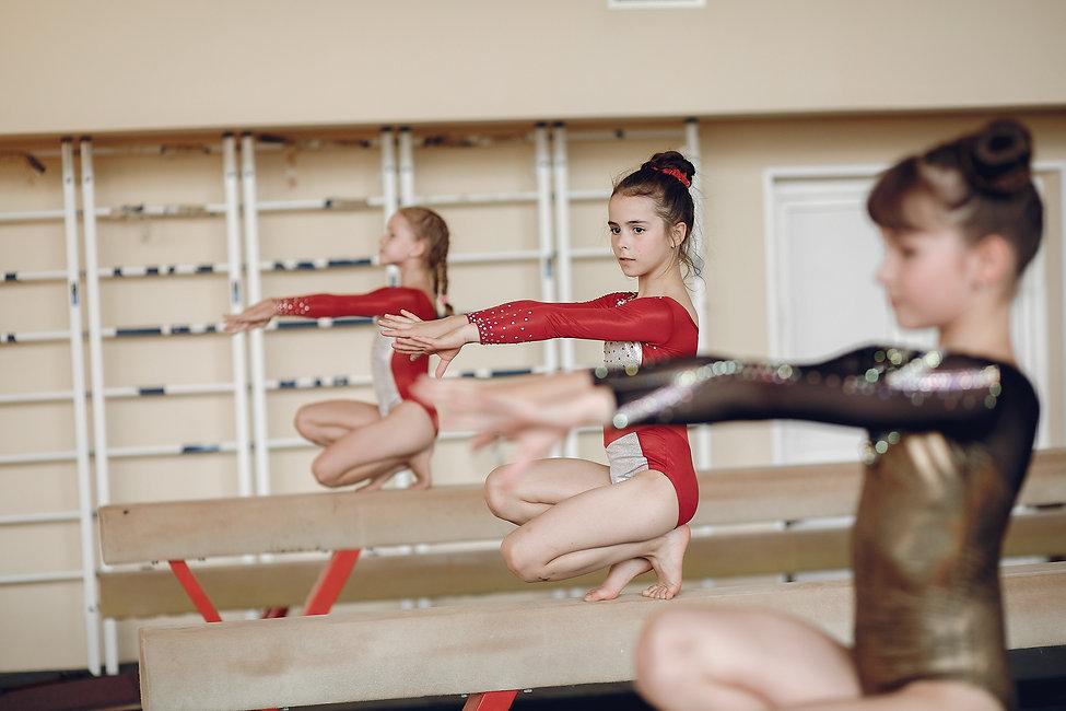 rhythmic-gymnastics-girls-gymnasts-perfo