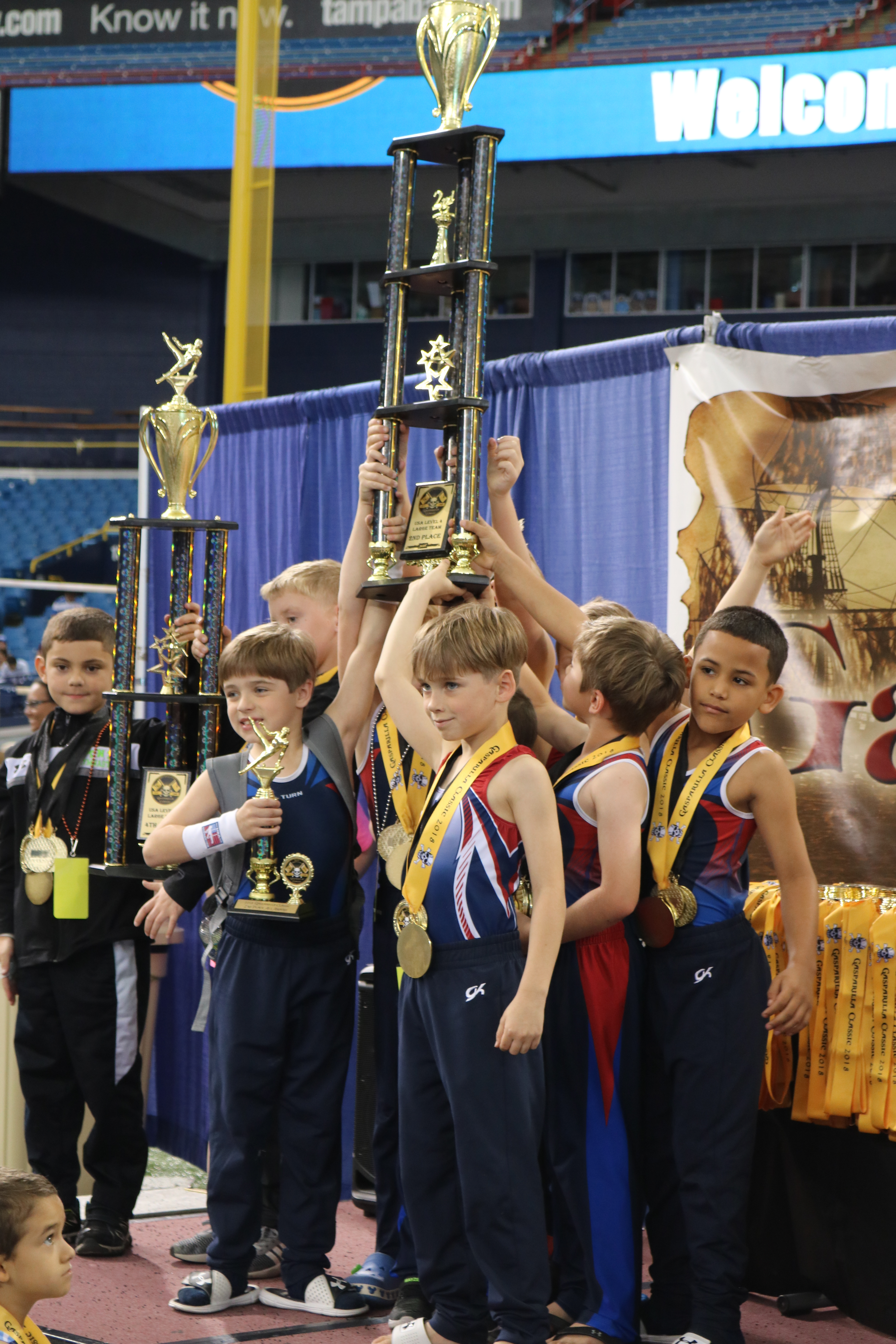 kids lifting trophy
