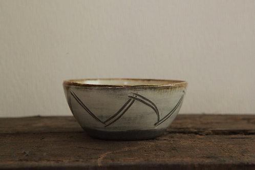白釉藁描鉢