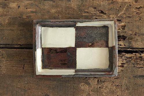 鉄釉市松角皿