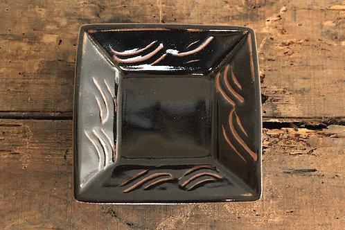 黒釉藁描角鉢