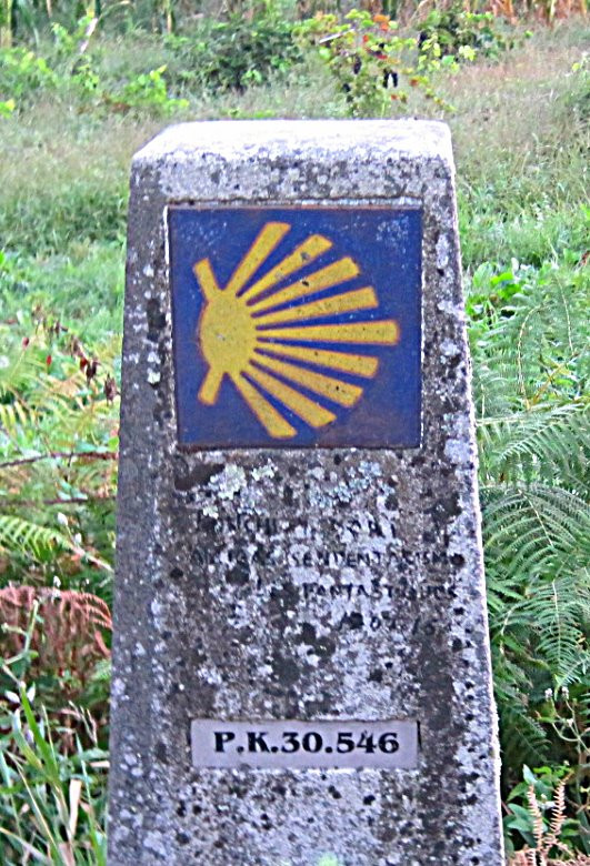 The shell icon, symbol of the Camino de Santiago. Displays number of kms. to Santiago