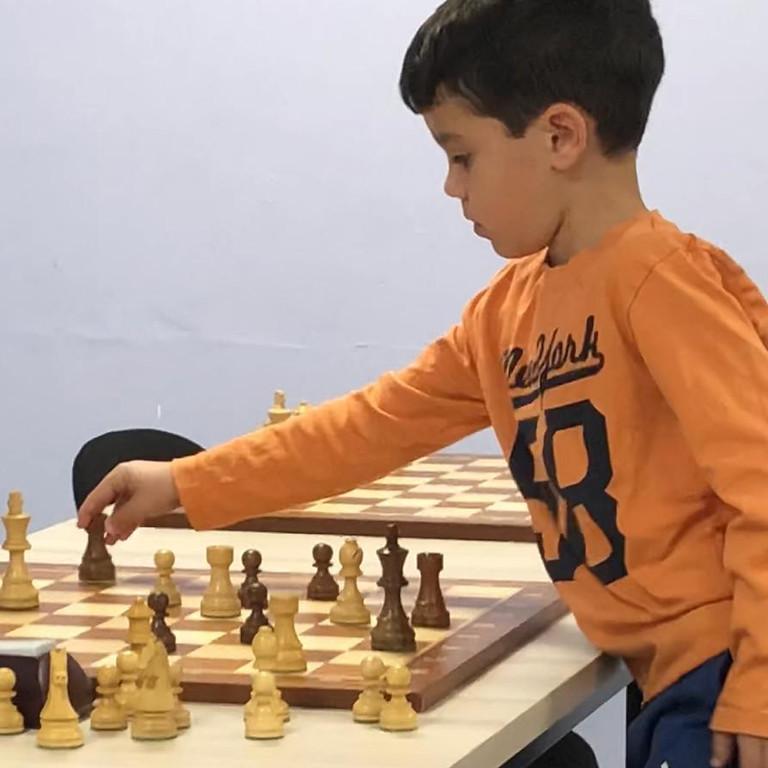 משחק סימולטני און ליין נגד נועם ששון אלוף ישראל עד גיל 6