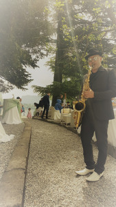 Sax and Paint Camin Hotel