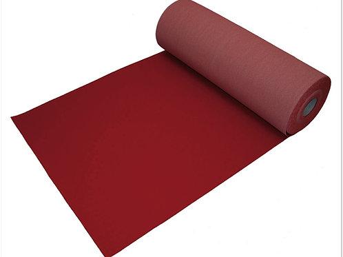 Бордовая ковровая дорожка