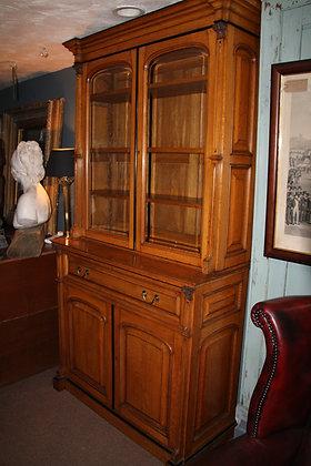 Gorgeous Oak and Ebony Dresser/Desk