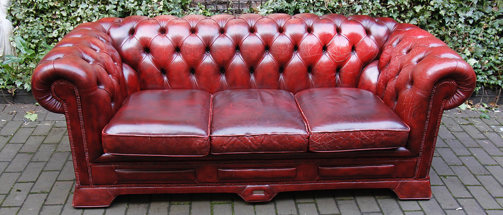 Beautiful Red Chesterfield Style Leather Sofa by Dellbrook.