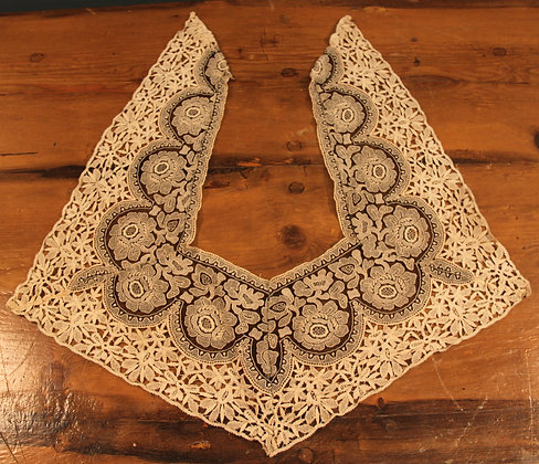 Beautiful Antique Handmade Lace Ladies Collar.