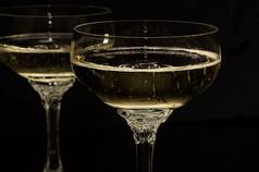 champagne-glasses-1940262__480.jpg
