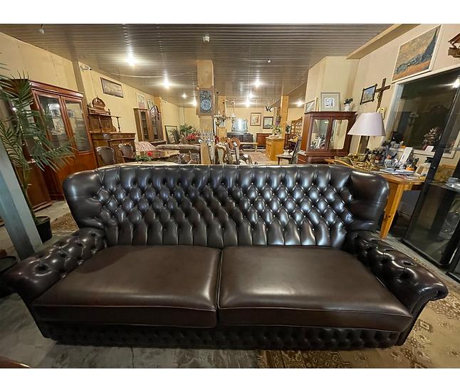 Chesterfield dīvāns
