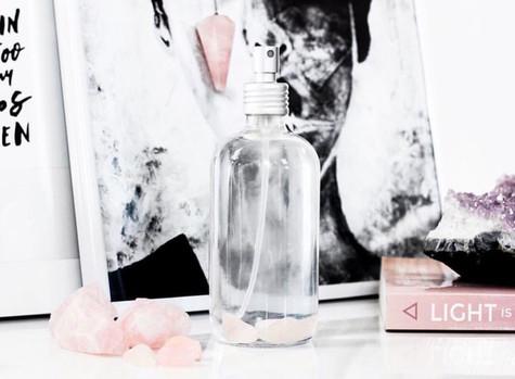 Um maravilhoso Spray Facial com Quartzos Rosa para a sua pele!