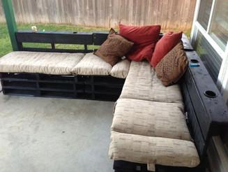 20 Cozy DIY Pallet Couch Ideas