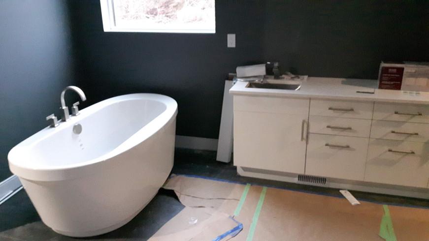 custom home bathroom.jpg