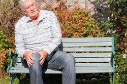 elderly-man-in-discomfort-with-a-knee-ar