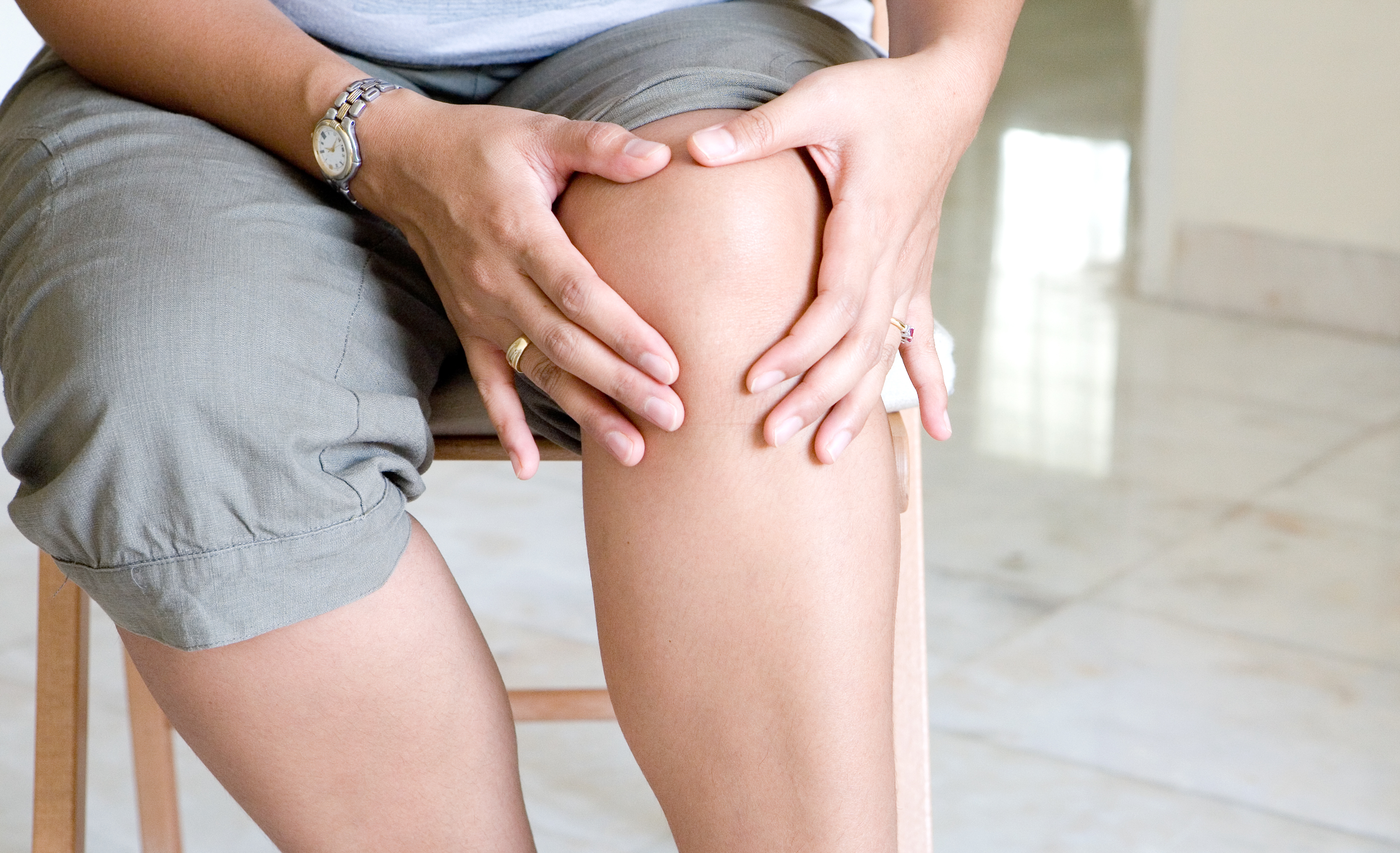woman-suffering-from-knee-pain-5298828