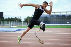 explosive-start-of-athlete-with-handicap-55732973