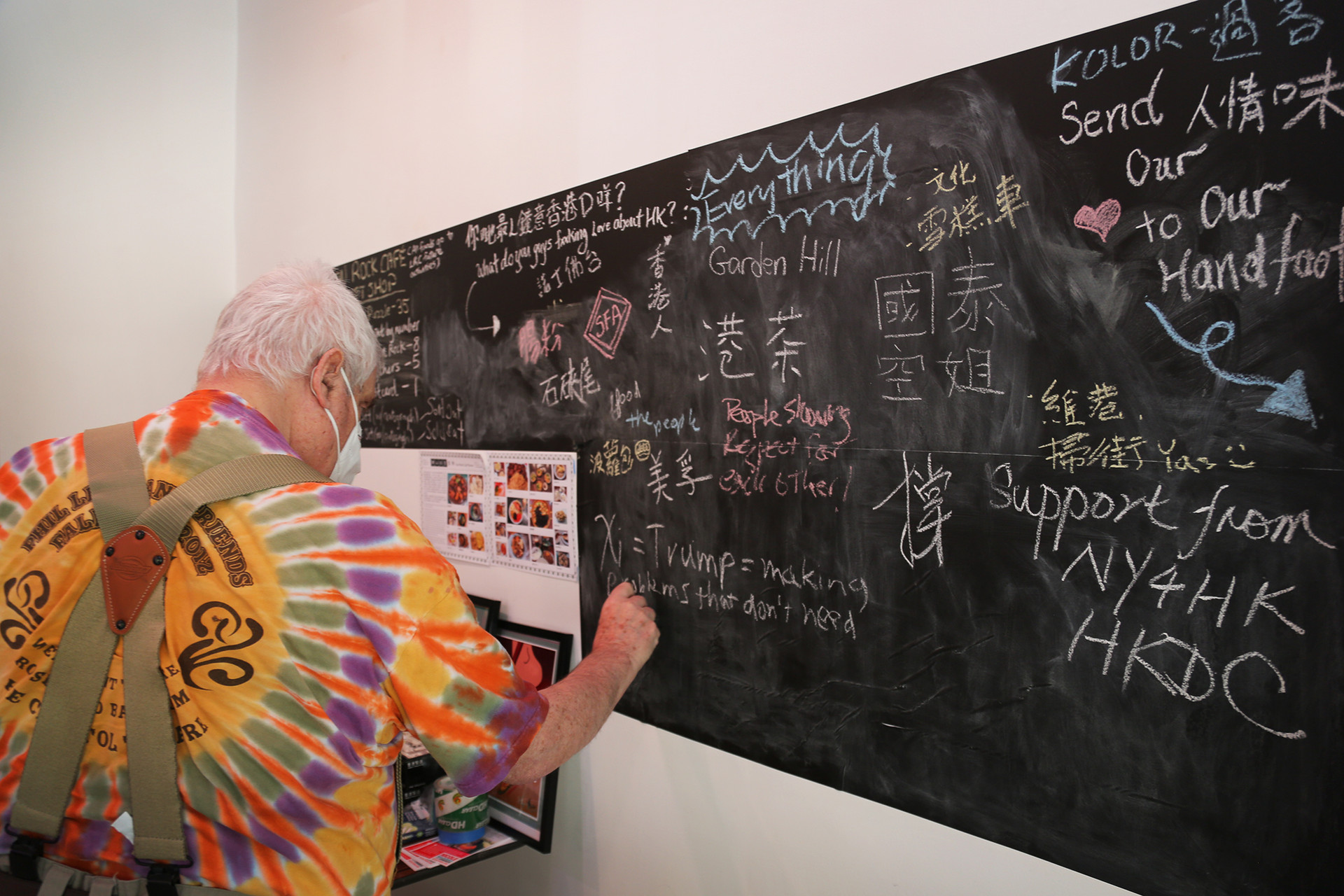 A chalkboard that invited visitors to write what they love Hong Kong the most.  Credit: Thirdblade | http://thirdbladephoto.com/