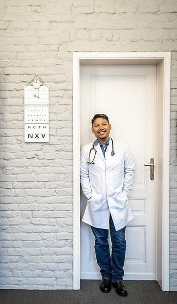 Dr. Alexandre Kamnerdsiri (4) Crop.jpg