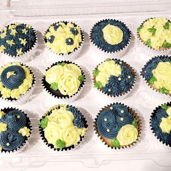 Vegan Vanilla and Chocolate Cupcakes_100