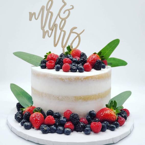 Vegan_Vanilla_Wedding_Cake_with_Fresh_ F