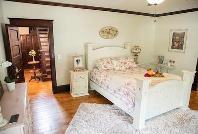 Red Gate Inn-Desert Rose Room