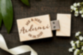 usb ar personalizāciju, usb ar logo, zibatmiņa ar personaliāciju, koka usb, usb ar gravējumu, usb kāzm, usb fotogrāfiem, flešs ar gravējumu, usb, usb zibatmiņa,koka zinabatmiņa, koka flešs,