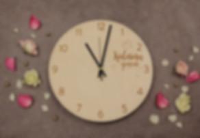 koka pulkstenis, koka sienas pulkstenis, koka pulksteņi, koka sienas pulksteņi, kāzu dāvanas, koka pulkstenis ar gravējumu, pulkstenis ar uzvārdu, kāzu dāvana, dāvana kāzās, dāvanas vedējiem un vecākiem