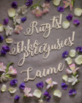 koka uzraksti, koka dekori, idejas kāzu fotostūrim, dekori kāzu fotosesijai, idejas kāzu fotosesijai, kāzu dekori, koka kāzu dekori, izgriezti vārdi, atribūti kāzu fotostūrim
