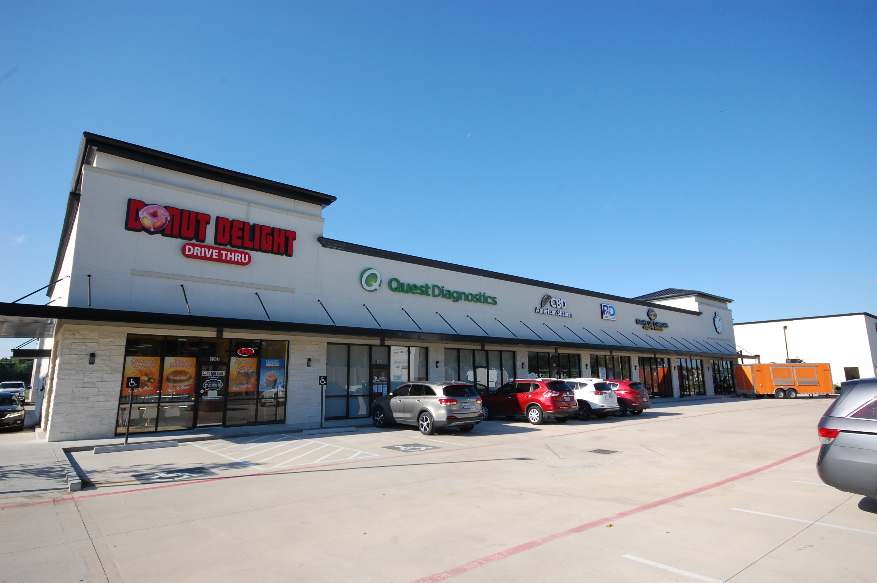 11,900sqft Retail Center