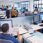 Människor som arbetar i Open Office