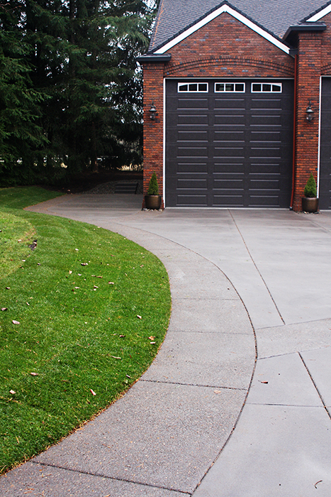 Colonial Style Garage
