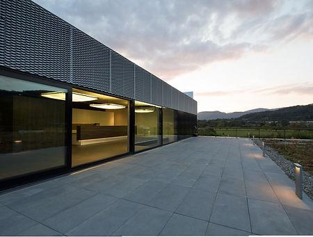 Fassade und Dachterrasse.jpg