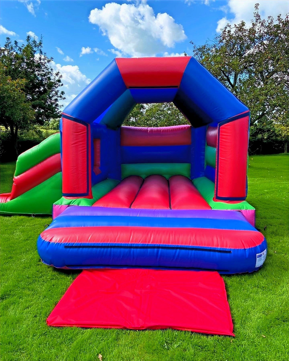 17ft x 15ft Combi Bouncy Castle from bouncy castle express