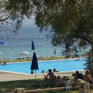 Πισίνα Riviera Barbati και θέα στη θάλασσα