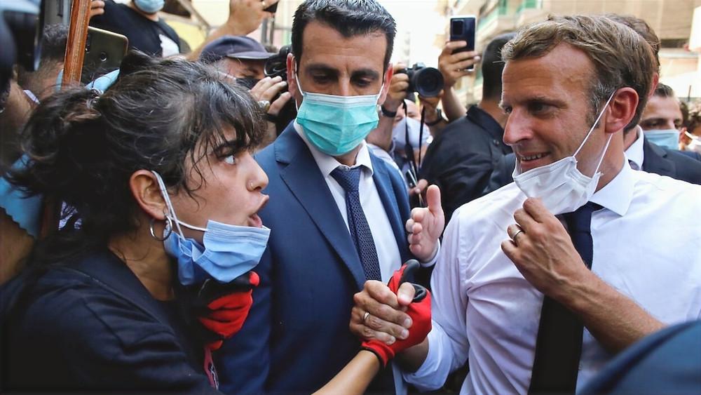 Emmanuel Macron dans le quartier de Gemmayzeh lors de sa 1ère visite