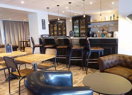 Salon spacieux et chaleureux du l'hôtel-club