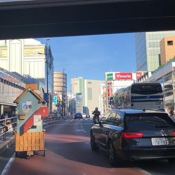 新宿を駆け抜ける!