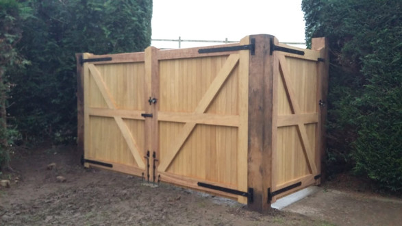 Iroko Africa Teak double gate with side entrance and Oak posts