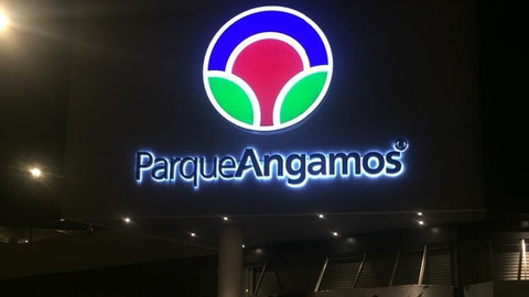 Parque Angamos Nocturno